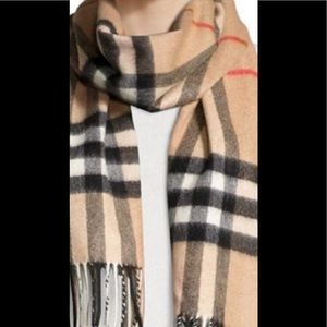 Gorgeous classic print authentic Burberry scarf❄️